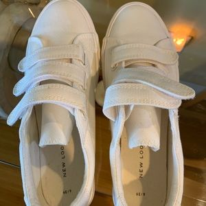 New look white canvas Velcro sneakers